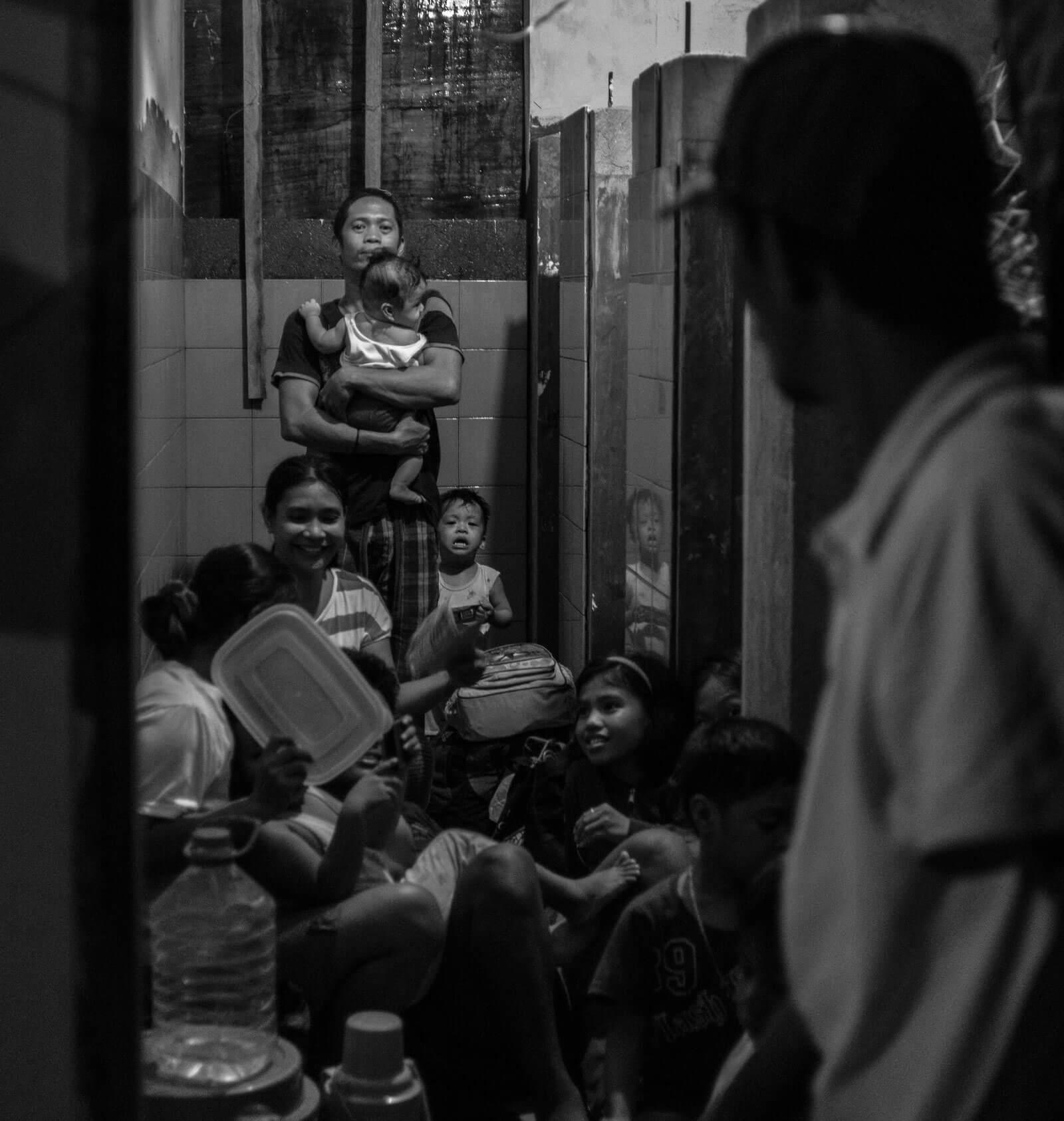 typhoon-hagupit-evacuation-shelter