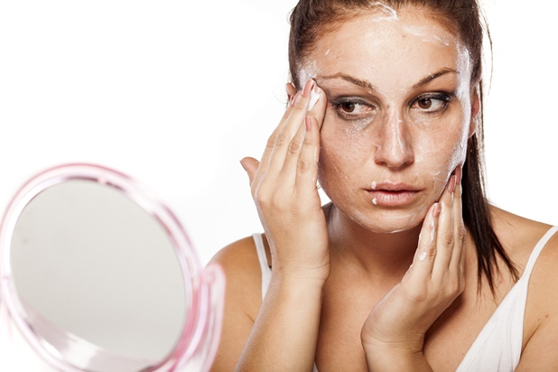 using coconut oil as a makeup remover