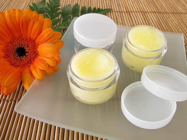 DIY coconut oil lip balm